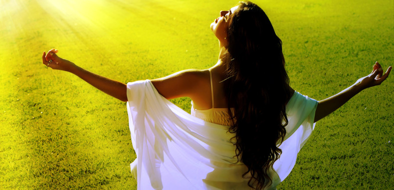 Meditation-on-a-green-field-790x381 (1)